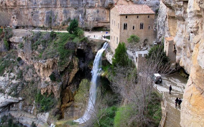 Vue aérienne du monastère de Sant Miquel de Fai