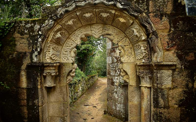 Portique d'entrée au cloître du monastère de Santa Cristina