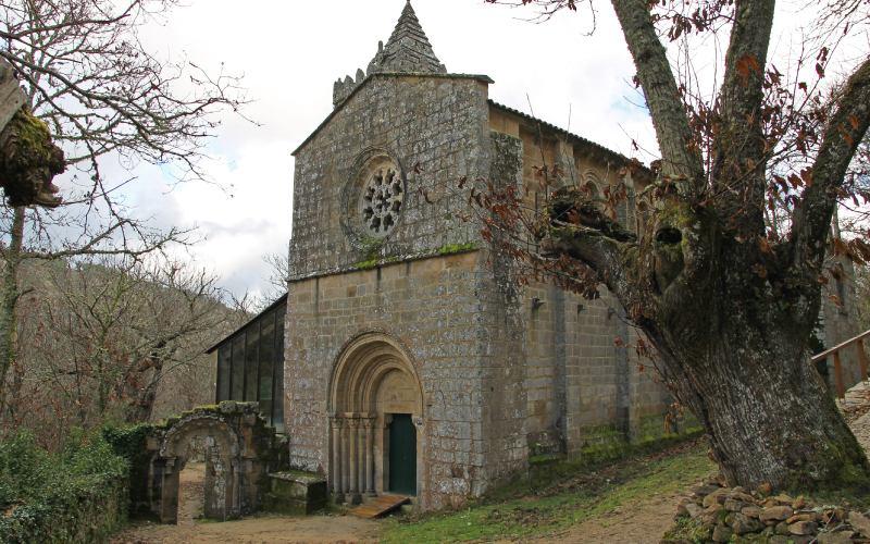 Vue de la façade principale du monastère de Santa Cristina