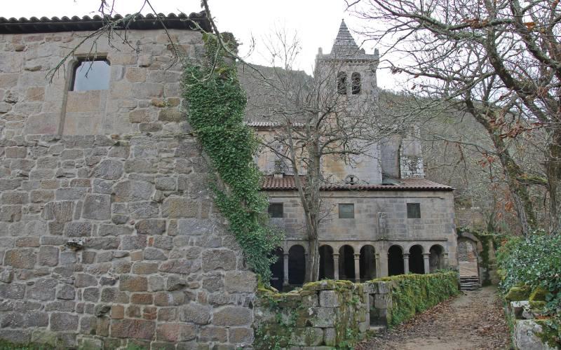 Monastère de Santa Cristina de Ribas de Sil vu de dos
