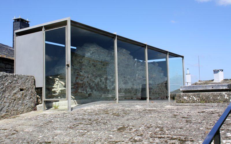 Restes du mur de l'église supérieure de Santa Eulalia de Bóveda