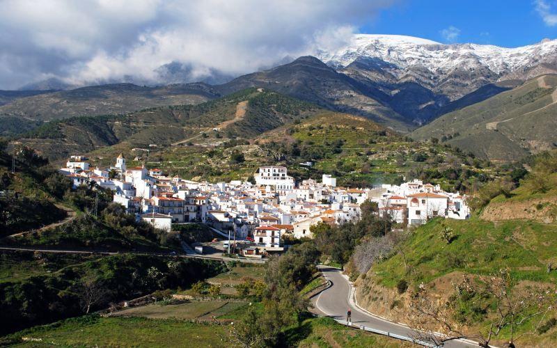 Sedella est un beau village dans les montagnes