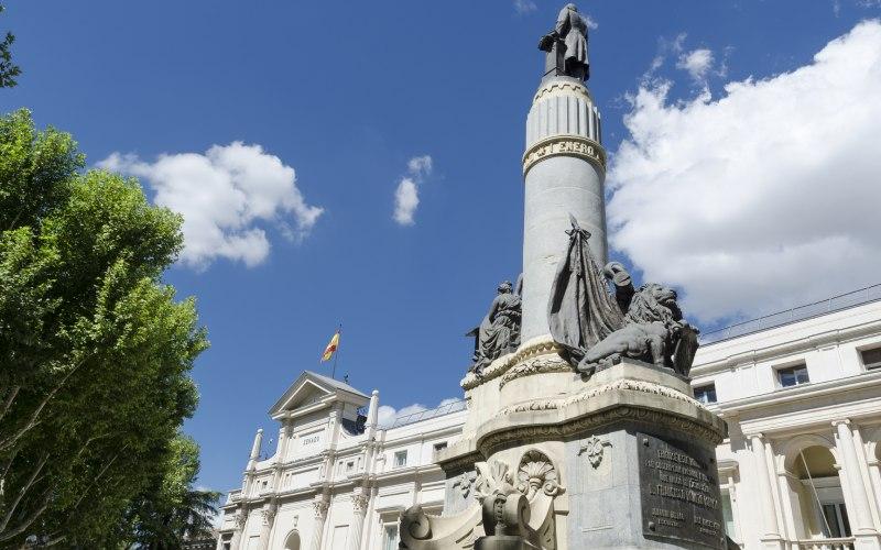 Palais du Sénat et monument à Francisco Romero Robledo