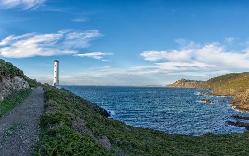 Cela vaut la peine de se promener tranquillement le long des sentiers dans ce coin de Galice