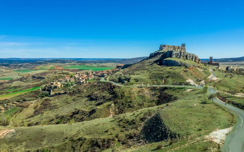 Vue panoramqiue du château d'Atienza et du village