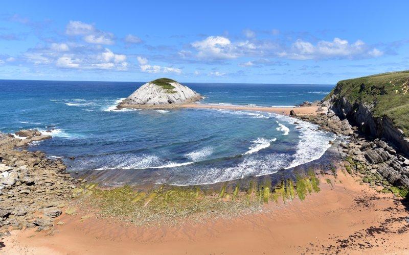 Plage de Covachos à marée basse rattachée à l'île de Castro