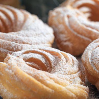 Beignets de vent à l'espagnole, un dessert délicat pour le goûter