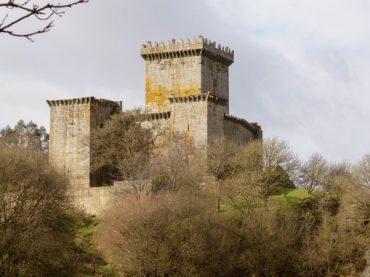 Les imposants châteaux d'Espagne en ruines, un passé en décombres