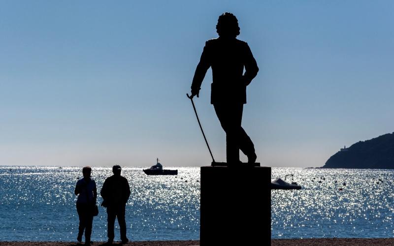 Statue en hommage à Salvador Dalí à Cadaqués