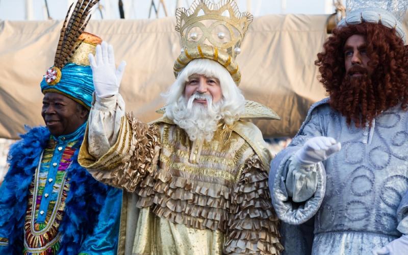 Les trois rois mages arrivant en bateau à Barcelone