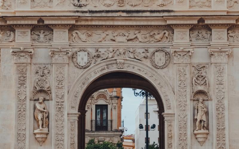 Arc avec figure d'Hercule, Mairie de Séville