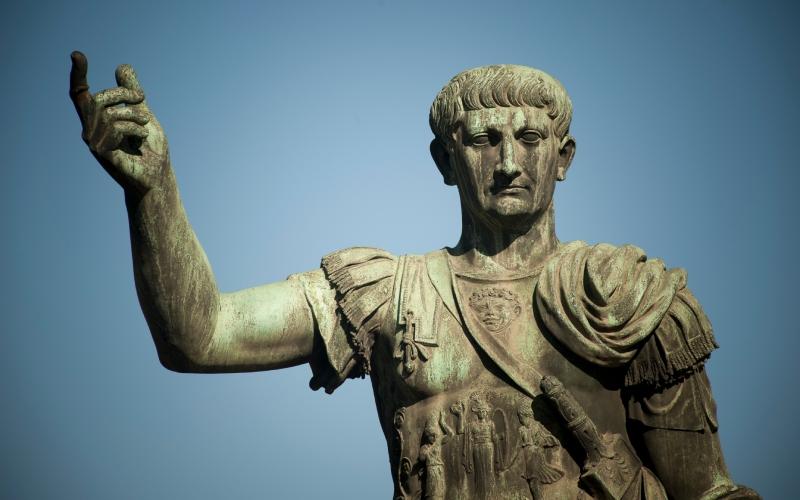 Statue de Trajan sur la Via dei Fori Imperiali de Rome