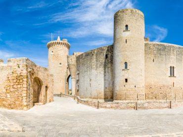 Le château de Bellver, cette étrange forteresse circulaire au bord de la mer Méditerranée