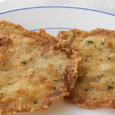 Tortillitas de camarones ou omelettes aux crevettes, la tapa préférée de Cadix