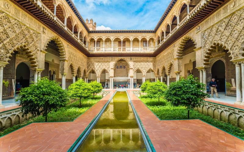 Cour intérieure de l'Alcazar royal de Séville
