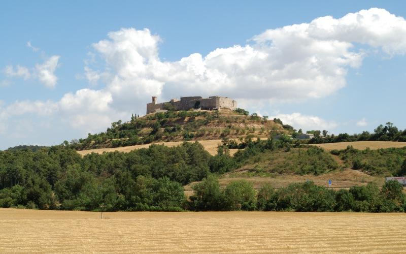 Montfalcó Murallat est complètement entouré par sa muraille