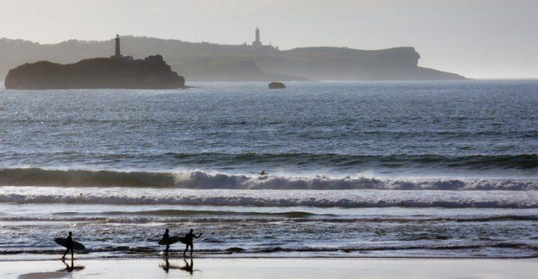 9 plages parfaites en Espagne pour surfer cet été