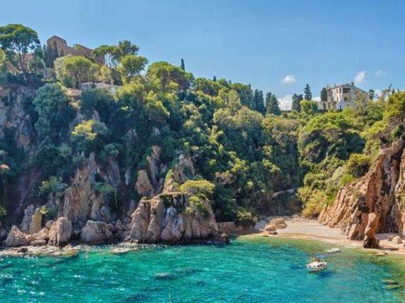 Crique Sa Forcanera, un paradis isolé aux portes de la Costa Brava   Le Refuge du Week-end