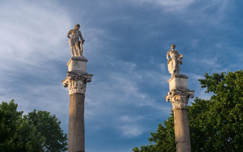 Colonne d'Hercule dans l'Alameda de Hércules à Séville
