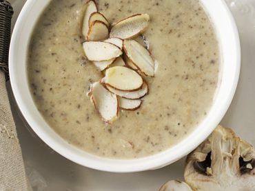 Crème aux champignons et aux amandes, une recette pour donner la bienvenue à l'automne