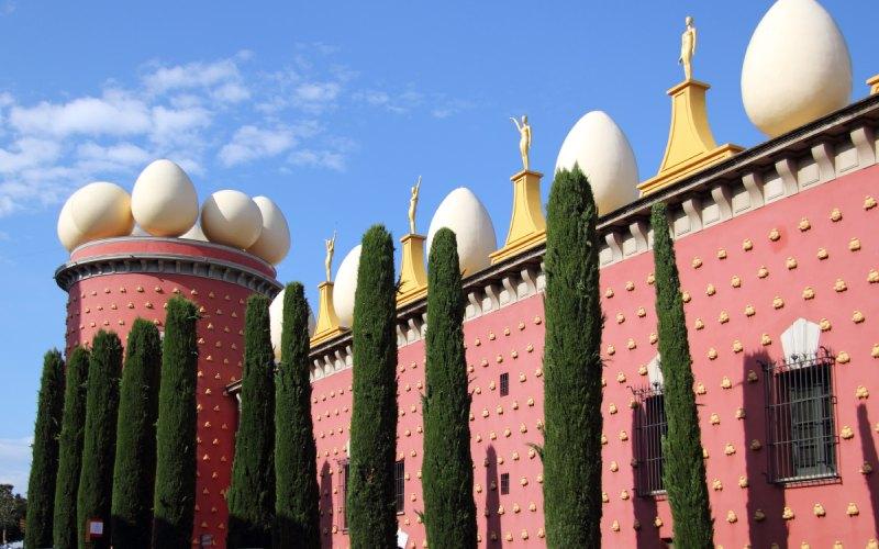 Extérieurs du Théâtre-Musée Dalí