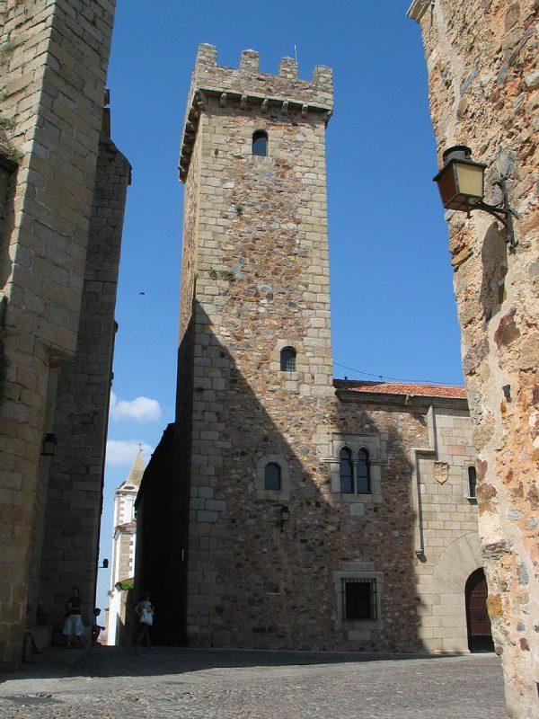 Tour du palais de Las Cigüeñas