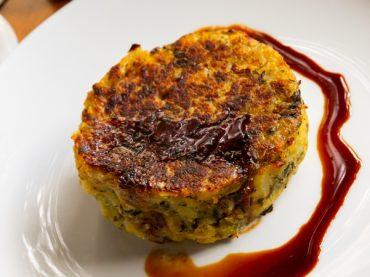 Trinxat des Pyrénées, une curieuse tortilla d'hiver faite de chou, de pommes de terre et de boudin noir