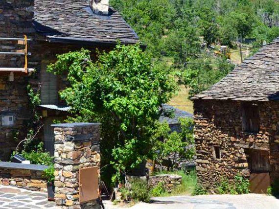 Route de l'est des villages noirs de Guadalajara