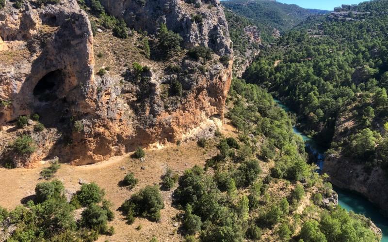 La fenêtre du diable sur la gorge étroite de la rivière Júcar