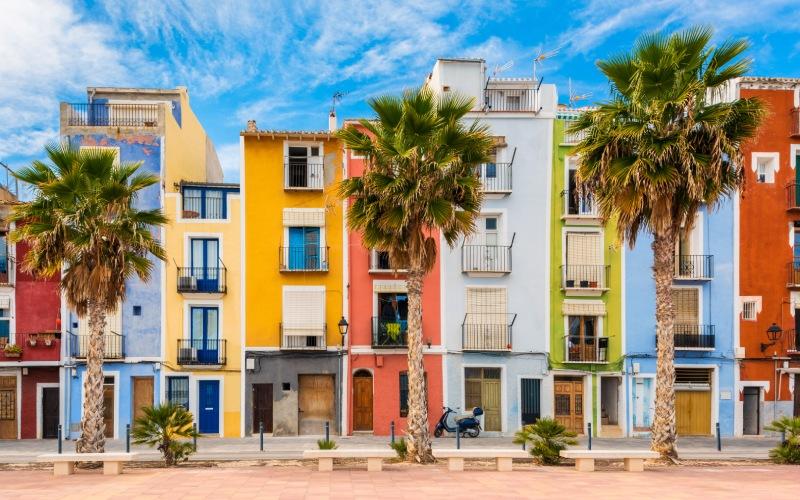 Villajoyosa, un paradis coloré tout près de Polop de la Marina