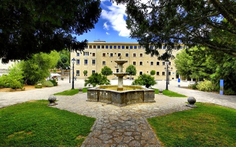 Façade est du Monastère de Lluc
