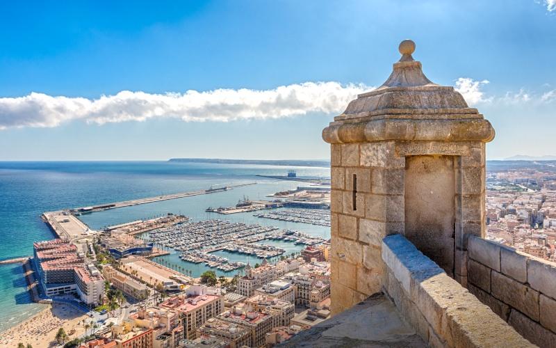 Vues du port d'Alicante depuis le château de Santa Bárbara