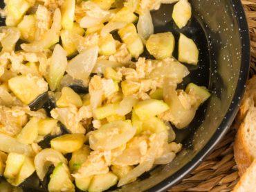 Recette du zarangollo de Murcie, un sauté de légumes chargé d'histoire